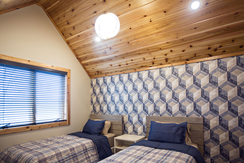 Beaver Mountain Log Homes Cedar Crest Cabin Guest Bedroom