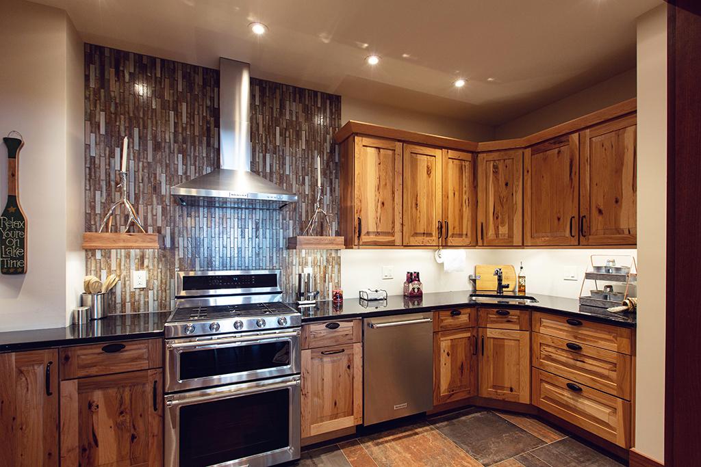 Beaver Mountain Log Homes Kuyahoora Lodge Cedar Hybrid Home Kitchen