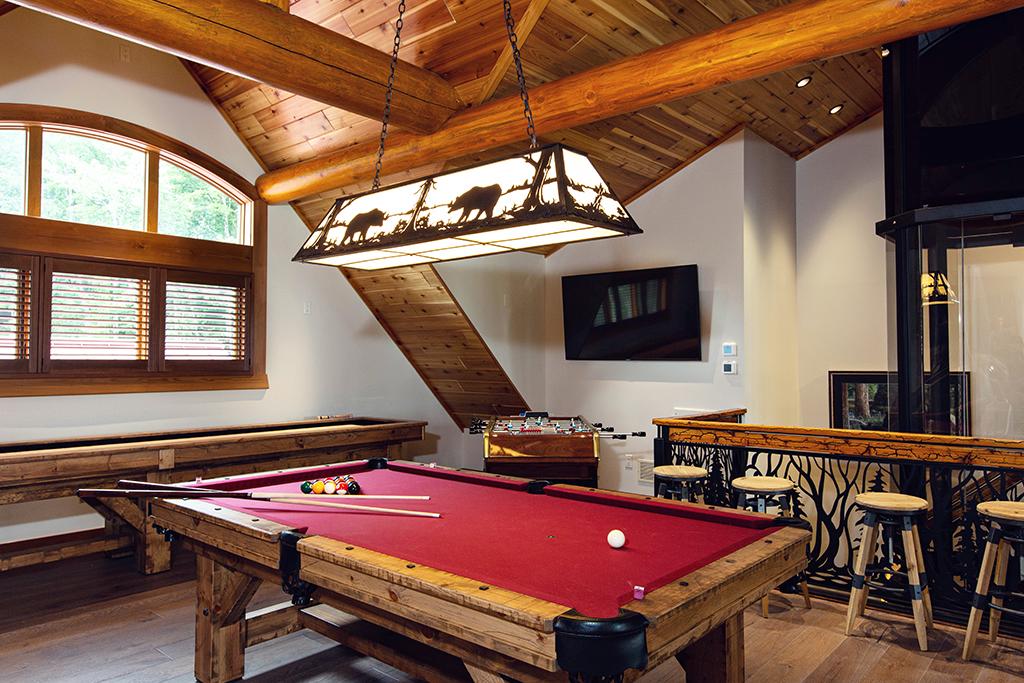 Beaver Mountain Log Homes Kuyahoora Lodge Cedar Hybrid Home Pool Table